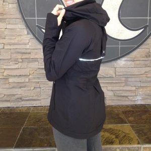 Lululemon Run: In The Rain Jacket Black Size 2
